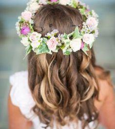 Resultado de imagen de coronas de primera comunion Bridal Showers, Flower Crown, Communion, Flowers, Hair, Wedding, Fashion, Flower Arrangements, Communion Dresses