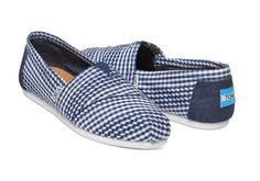 Designed for lightweight comfort and featuring a gingham pattern, this Toms exclusive is a perfect classic alpargata to wear to a picnic in the park.