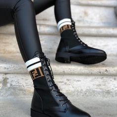 Fendi 2654 - Triko İşlemeli Bilekli Bot - Pin This Biker Boots, Combat Boots, Cute Shoes, Me Too Shoes, Sneakers Fashion, Fashion Shoes, Fashion Fashion, Runway Fashion, Fashion Trends