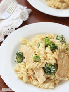 Pasta con pollo y brocoli recetas 35 Ideas Sausage Pasta Recipes, Pasta Sauce Recipes, Pasta Dinner Recipes, Spinach Recipes, Healthy Salad Recipes, Chicken Recipes, Pasta Alfredo Con Pollo, Pasta Pollo, Pasta Fagioli Recipe