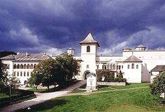 Romania, Religion, Mansions, Architecture, House Styles, Clinic, Faith, Beautiful, Arquitetura