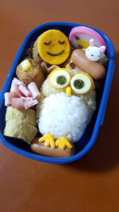 Owl Kyaraben, Character Bento Boxed Lunch © ありちゃん cutest lunch ever Cute Bento Boxes, Bento Box Lunch, Cute Food, Good Food, Yummy Food, Bento Recipes, Baby Food Recipes, Food Art Bento, Boite A Lunch