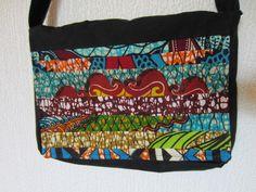 Sac patchwork tissu Wax motif africain noir et turquoise (envoi 0€) : Sacs bandoulière par cewax Tous les articles Céwax sont des pièces uniques et sont fabriqués à la main en France. www.cewax.fr