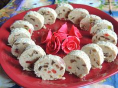Jednostavni recepti: Posni rolat sa suvim grožđem i žele bombonama