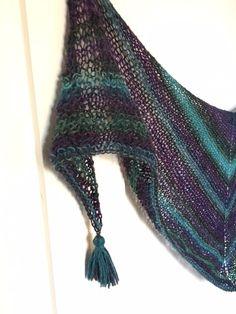 Patrón gratuito. Chal fácil y rápido de hacer // MERCERÍA EL HILO ROJO Baby Clothes Patterns, Clothing Patterns, Knitting Projects, Ravelry, Knit Crochet, Scarves, Wool, Crafts, Handmade