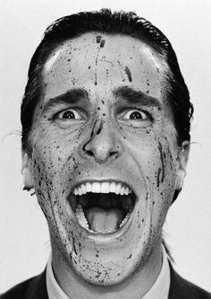 Patrick Bateman (Christian Bale) é jovem, branco, bonito e sem nada que o diferencie de seus colegas de Wall Street. Protegido pela conformidade, privilégio e riqueza, Bateman é também um serial killer, que vaga livremente e sem receios em busca de uma nova vítima. Seus impulsos assassinos são abastecidos por um zeloso materialismo e uma inveja torturante quando ele encontra alguém que possui mais do que ele.  Para saber mais acesse http://filmow.com/psicopata-americano-t6057/
