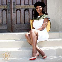 Grad Pics, Graduation Pictures, Graduation Ideas, Senior Pictures, College Graduation Photos, Graduation Picture Poses, Graduation Photoshoot, Photo Poses, Photo Shoot