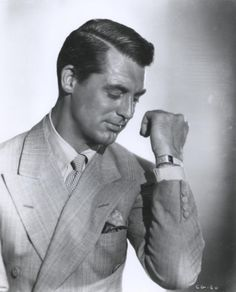 Cary Grant, always the stylish gentleman. Hollywood Actor, Golden Age Of Hollywood, Vintage Hollywood, Hollywood Glamour, Classic Hollywood, Hollywood Style, Hollywood Fashion, Cary Grant, Divas