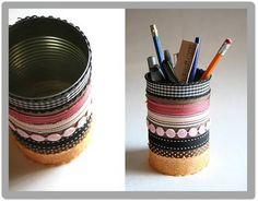 Hoy Miércoles de Manualidades te enseñamos a hacer PORTA-LAPICES con las latas que desechas.  Después de lavarlas bien y de sellarlas puedes decorar el exterior como desees pintándolas o con cintas de colores serán de mucha utilidad y le ayudaras al planeta.  Espera mañana tip de #bellezaysalud. Handicraft, Fun Crafts, Recycling, Pencil, Scrapbook, Cool Stuff, Creative, Diy, Ideas Para