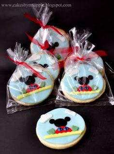 Mickey Mouse Clubhouse Cookies  http://cakesbymsapple.blogspot.com/2011/04/personalized-butter-cookies-mickey.html