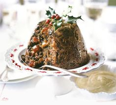 Quick and easy Christmas pudding recipe (or plum pudding). This us the easiest recipe I've seen for a plum pudding. Steam/cook in a crockpot and use a bundt pan ilo a pudding tin for even easier cooking. Christmas Desserts, Christmas Treats, Christmas Recipes, Best Christmas Pudding Recipe, Christmas Fruitcake, Holiday Meals, Christmas Cakes, Flan, Mousse