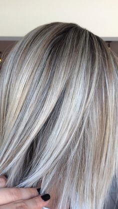 Blonde Hair With Grey Highlights, Silver Blonde Hair, Hair Highlights And Lowlights, Blonde Balayage, Natural Blond Hair, Natural Blondes, Balayge Blond, Gray Hair Growing Out, Grow Hair