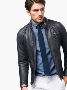 Men´s Leather jackets at Massimo Dutti online. Enter now and view our Spring Summer 2019 Leather jackets collection. Blazer Outfits Men, Leather Jacket Outfits, Stylish Mens Outfits, Gentleman Mode, Gentleman Style, Leather Fashion, Mens Fashion, Cafe Racer Jacket, Men's Business Outfits