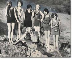 look vintage bathing suits Vintage Bikini, Vintage Bathing Suits, Vintage Swimsuits, Vintage Mode, Look Vintage, Vintage Beauty, Vintage Fashion, Vintage Couture, Vintage Girls