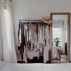 Awesome 62 Creative Storage Ideas for Minimalist Bedroom https://cooarchitecture.com/2017/07/01/62-creative-storage-ideas-minimalist-bedroom/
