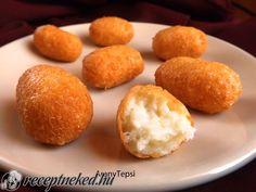 Hozzávalók: 30 dkg trappista sajt 1 közepes tojás 1 púpos ek liszt Kb. 5-6 dl olaj a sütéshez Elkészítése: A sajtot egy tálba reszeljük. Hozzáadjuk a liszt
