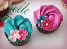 hula cupcakes. dream of ocean and sunshine