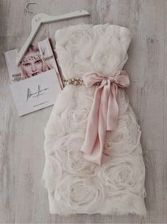 GirlBelieve: Fashion, style, trends, how to wear ideas, inspiration: Say YES wearing Mihano Momosa Mihano Momosa, Pretty Dresses, Beautiful Dresses, 3d Rose, Look Fashion, Dress To Impress, Dream Wedding, Wedding Lace, Wedding White