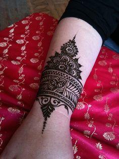 Bangle Mehandi Design for Girls