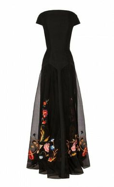 long toledo dress - temperley london what i'd wear as a stylish widow tbh Beautiful Gowns, Beautiful Outfits, Gorgeous Dress, Pretty Outfits, Pretty Dresses, Lace Dresses, Look Fashion, Fashion Design, Fashion Black