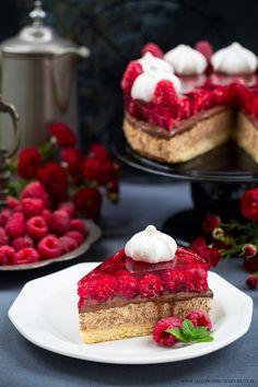 Ciasto kajmakowo malinowe z czekoladowymi wafelkami i ganasz - Gotu...