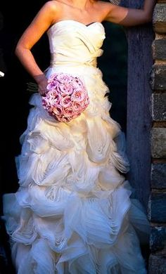 My friend got married today in this gorgeous Vera Wang Ghillian dress...<3