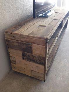 69 New Ideas For Pallet Furniture Diy Tv Stand Shelves, Pallet Furniture Tv Stand, Pallet Tv Stands, Trendy Furniture, Diy Furniture, Tv Stand Shelves, Rack Tv, Bois Diy, Diy Tv Stand, Pallet House