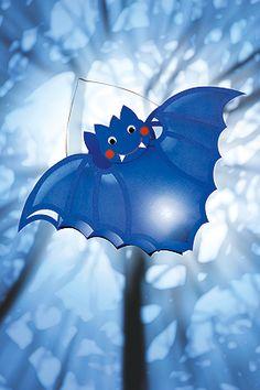 """Make a bat lantern- Fledermaus-Laterne basteln """"Bat"""" Lantern for Halloween (Halloween Crafting) - Halloween Ii, Halloween Fashion, Halloween Crafts, Happy Halloween, Hand Crafts For Kids, Easy Fall Crafts, Owl Lantern, Wooden Lanterns, Magic Light"""