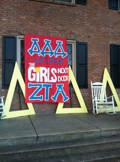 The Tri Deltas welcomed the new chapter at Vanderbilt with this banner. What a fun way to show Panhellenic pride for a new group on campus!