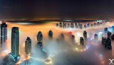 Απίστευτες φωτογραφίες: Οι ουρανοξύστες του Ντουμπάι μέσα στα σύννεφα