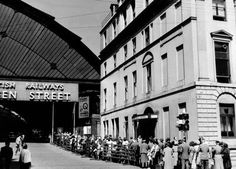Travellers queuing at Queen Street Station on Fair Saturday 1955