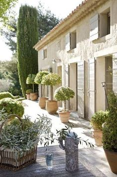Spanish style homes – Mediterranean Home Decor Spanish Style Homes, Spanish House, French Farmhouse, Farmhouse Design, Italy Holidays, Mediterranean Home Decor, Garden Architecture, French Country Style, Exterior Paint
