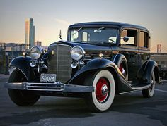 1933 Cadillac V8 Town Sedan - (Cadillac Motors, Detroit, Michigan 1902- date)