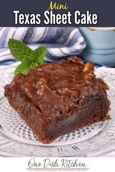 Single Serve Desserts, Single Serving Recipes, Small Desserts, Mini Desserts, Cookie Desserts, Just Desserts, Single Serve Cake, Dessert Recipes, Mini Chocolate Cake