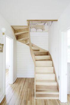 Genius loft stair for tiny house ideas (73)