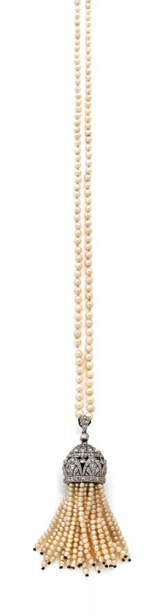 A DIAMOND, NATURAL PEARL AND PLATINUM NECKLACE, CIRCA 1925