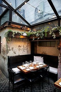 taking ques for urban garden rooms from a city restaurant...