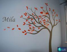 Muurschildering in kinderkamer van Olli de uil in een boom met de naam er bij. on Lizart  http://lizart.be/wp-content/uploads/decoratieve-muurschilderijen/muurschildering-uil-olli.JPG
