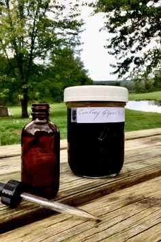 Comfrey glycerite for treating wounds.
