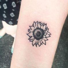 Tattoo simple, sunflower foot tattoos, small sunflower, poke tattoo, girl t Sunflower Foot Tattoos, Sunflower Tattoo Simple, Sunflower Tattoo Sleeve, Sunflower Tattoo Shoulder, Small Sunflower, Small Flower Tattoos, Sunflower Tattoo Design, Small Tattoos, Tattoo Flowers