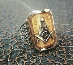 Www.bygalya.com Freemason Ring, Masonic Art, Skull Rings, Eastern Star, Freemasonry, Masons, Chains, Gemstone Jewelry, Cufflinks