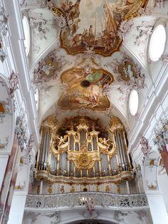 Es war ein wunderbares Konzert dort zur Wiedereröffnung nach 2 Jahren Sanierungszeit der Abtei.