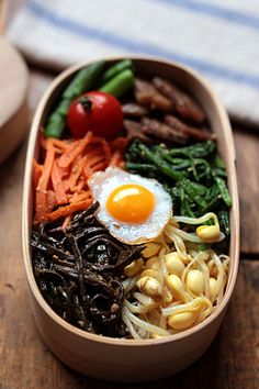Bean, tomato, beef, spinach, beansprout, seaweed, carrot, and sunny side up egg
