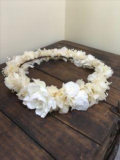 Corona para novia de flores preservadas.
