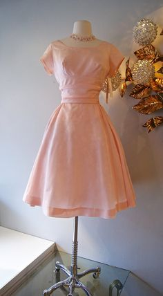 Dress // Vintage Powder Pink IT's MY Party by xtabayvintage 1960s Outfits, Vintage Dresses 1960s, Vintage Clothing, Vintage Outfits, Pretty In Pink Dress, Pretty Dresses, Retro Fashion, Vintage Fashion, Period Outfit