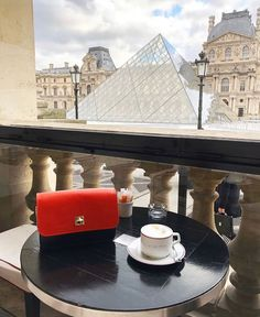CHLOE.ROXANE - Travel : One of Paris' most instagrammable spots is the Café Marly next to the Louvre Museum. What a view! Chloe, Louvre, Museum, Paris, Building, Travel, Montmartre Paris, Viajes, Buildings