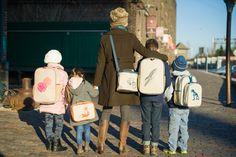 Stijlvolle tassen voor het moderne gezin. Luiertassen, rugtassen en koelboxen voor volwassen en kinderen. De exclusieve Soyoung tassen nu te koop bij Smappy
