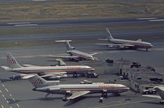 AA-707s and 727s at gate in Boston_early 70s.jpg (750×496)