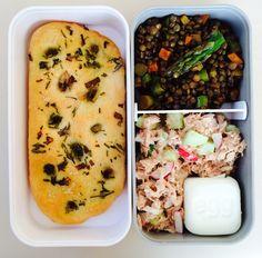 Summer bento: homemade focaccia, tuna/cucumber-salad, lentil/aspargus/carrot-salad, egg