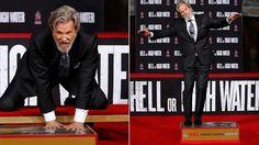 Jeff Bridges deixa sua marca na Calçada da Fama em Hollywood #Ator, #CalçadaDaFama, #Cinema, #Erro, #Facebook, #Fama, #Globo, #Hollywood, #M, #MarilynMonroe, #Noticias, #Oscar, #SharonStone, #Show, #Teatro, #True, #Twitter http://popzone.tv/2017/01/jeff-bridges-deixa-sua-marca-na-calcada-da-fama-em-hollywood.html